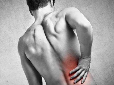 Болят под ребрами спина