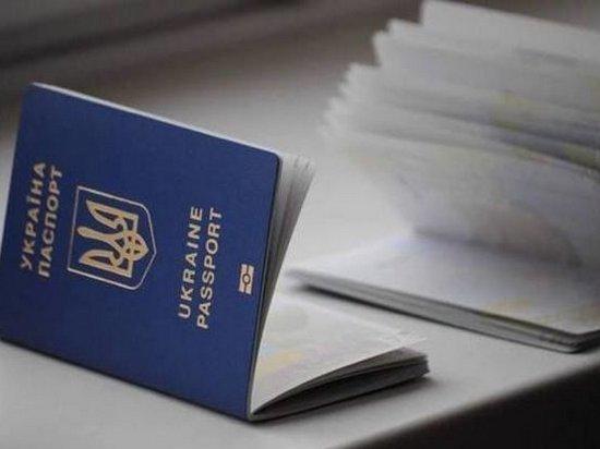 К незаконной выдаче загранпаспортов массово причастны сотрудники Миграционной службы