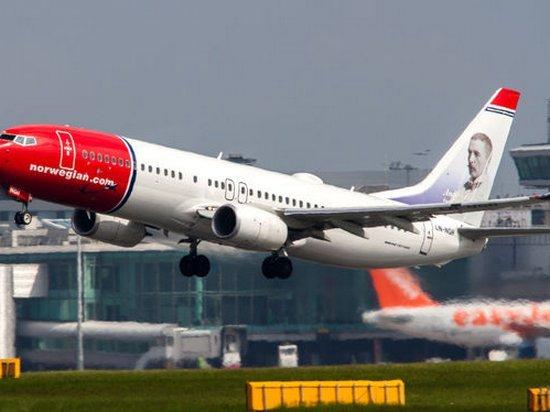 Самолет с 84 сантехниками на борту совершил экстренную посадку из-за поломанного туалета