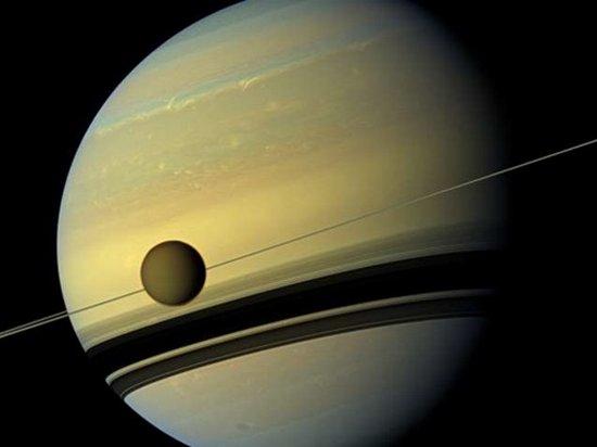 Ученые NASA обнаружили признаки жизни на спутнике Сатурна