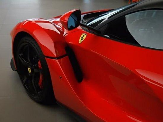Блогер показал впечатляющую коллекцию Ferrari (видео)