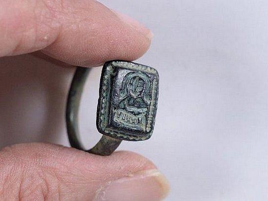 Израильский садовник случайно обнаружил старинную драгоценность