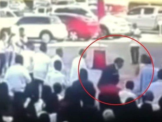 На Филиппинах снайпер застрелил мэра города Танаван (видео)
