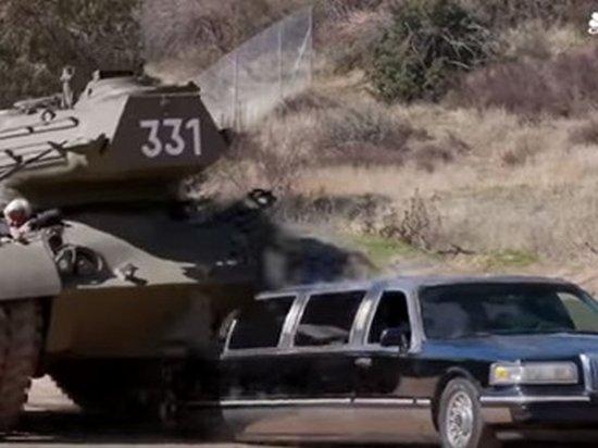 Шварценеггер на личном танке раздавил лимузин (видео)