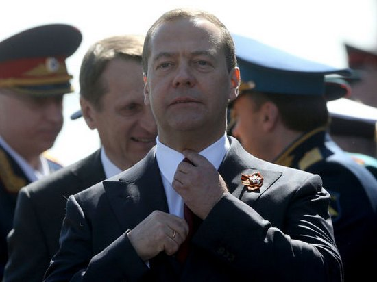 Медведев сравнил новые санкции США с объявлением экономической войны