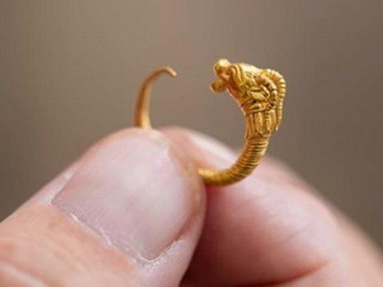 В Израиле нашли золотую серьгу возрастом более двух тысяч лет