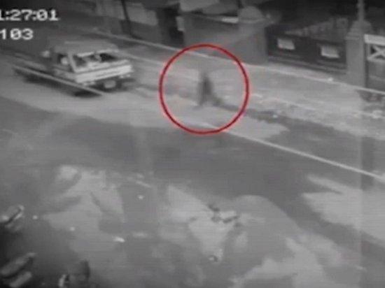 На Филиппинах на камеру сняли «призрак пешехода»