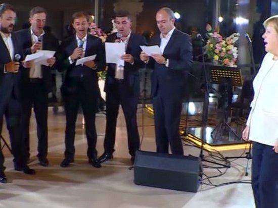 Меркель спела свою любимую песню с грузинским хором (видео)