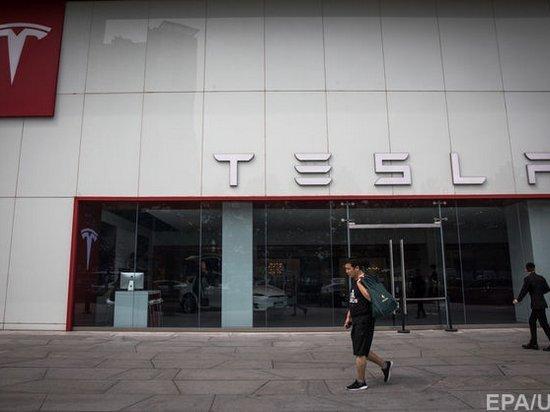 Из Tesla уходит третий топ-менеджер за неделю — Bloomberg