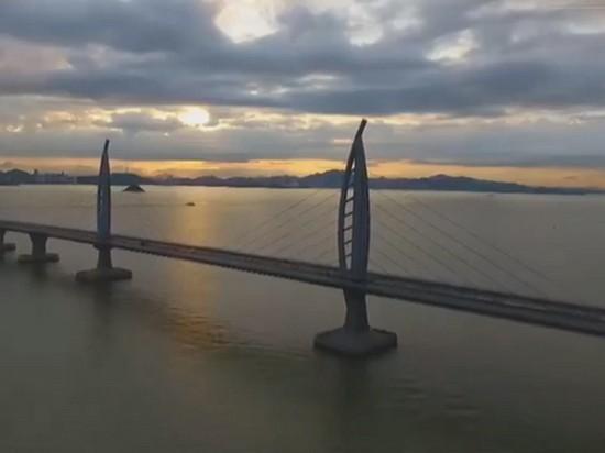Открыт самый длинный мост над морем (видео)