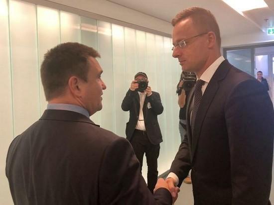 Венгрия продолжит блокировать комиссию Украина-НАТО — Сийярто