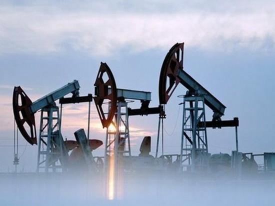 Цена на нефть приблизилась к $54 за баррель