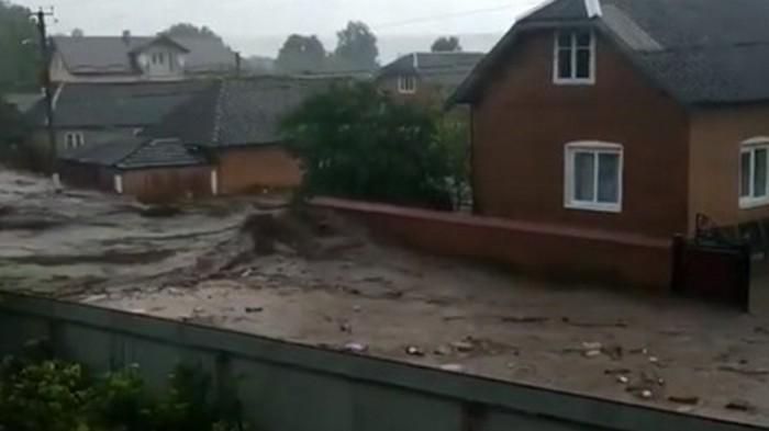 В Тернопольской области паводок затопил село (видео)