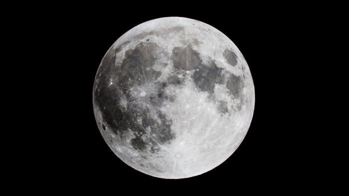 NASA нашли на Луне воду – ее впервые обнаружили на освещаемой Солнцем стороне (видео)