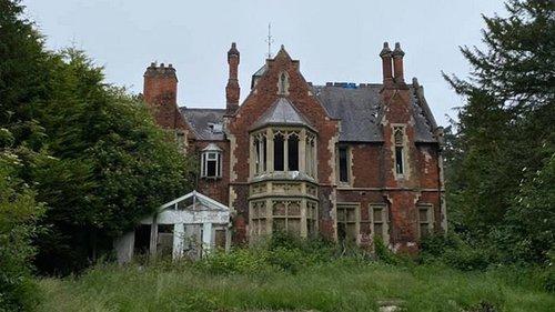 Блогер обнаружил на окраине Лондона заброшенный особняк (фото)