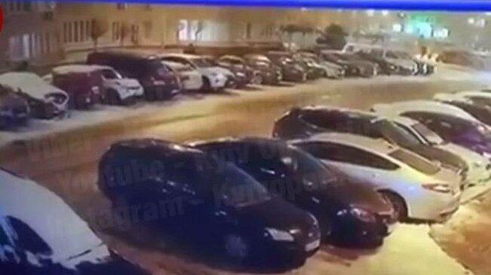 Под Киевом мужчина повредил десяток авто после ссоры с женой (видео)