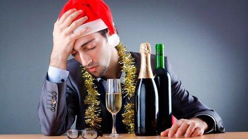 Как избавиться от похмелья после Нового года: советы, которые работают