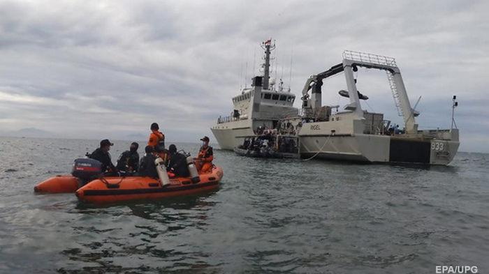 В районе падения самолета в Индонезии зафиксировали сигнал