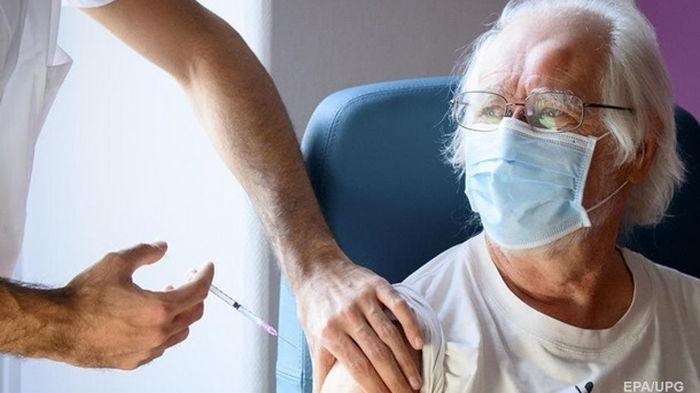 В Швейцарии заявили о новых смертях после вакцинации от COVID-19