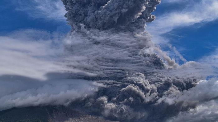 В Индонезии активизировался вулкан на острове Ява – видео