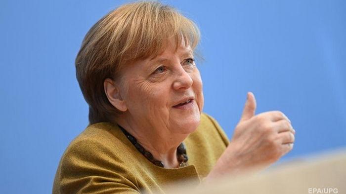Меркель пообщалась по телефону с Байденом и пригласила его в ФРГ