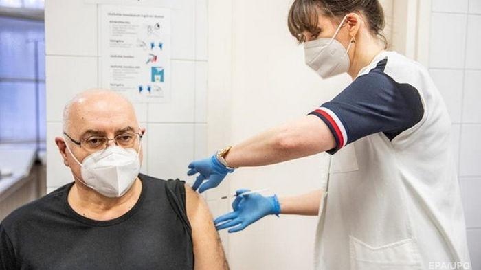 В Бельгии запретили давать вакцину AstraZeneca людям старше 55 лет