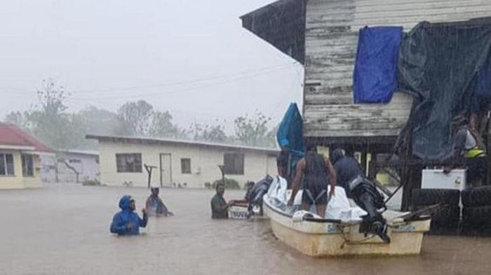 На Фиджи обрушился тропический циклон Ана