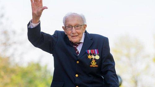 100-летний ветеран, собравший более £32 млн на борьбу с коронавирусом, заболел COVID-19