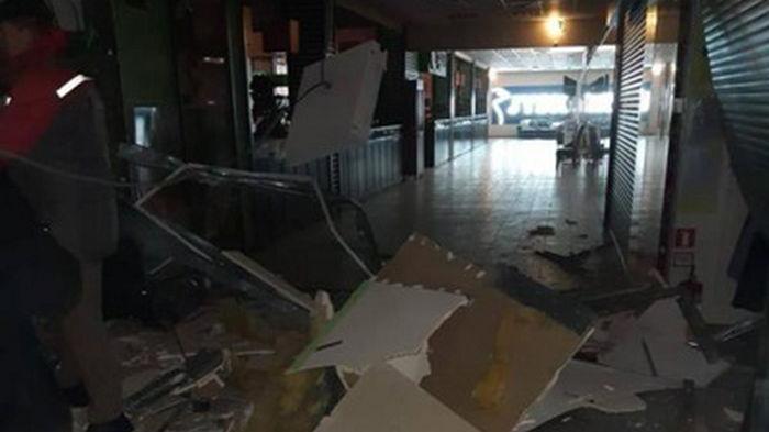 В торговом центре в Черновцах прогремел взрыв (фото)
