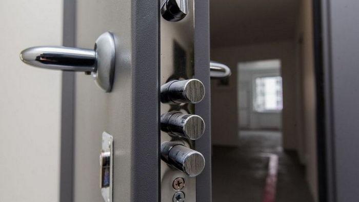 Врезной замок для входной двери. Чем хорош и какой выбрать?