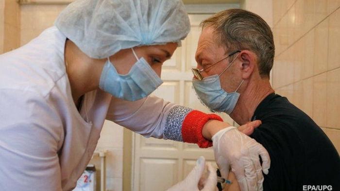 Каждый 50-й житель Земли вакцинировался от COVID-19 – СМИ