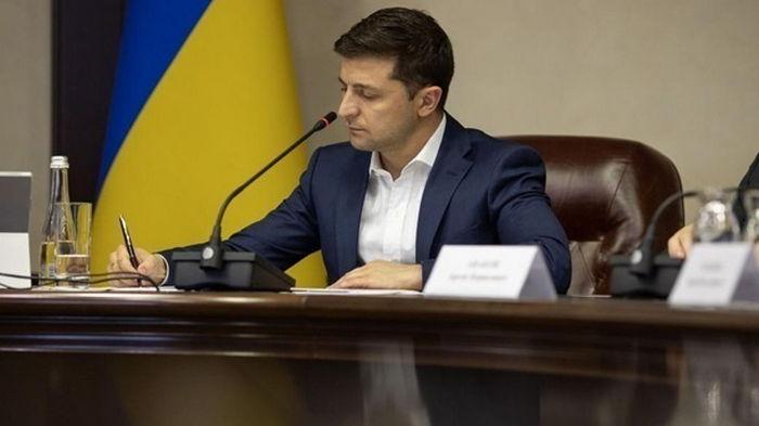 Зеленский подписал закон о помощи тяжело больным детям