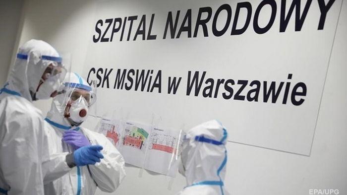 В Польше назвали условия для перепродажи вакцины Украине