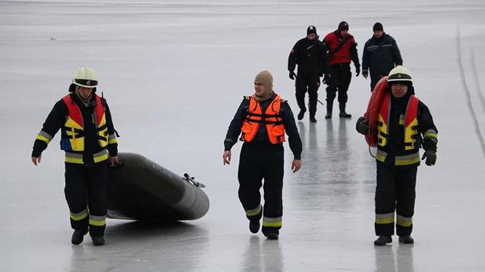 В Днепре шесть рыбаков унесло на льдине