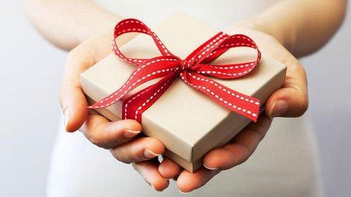 Что подарить на 8 Марта подруге по гороскопу