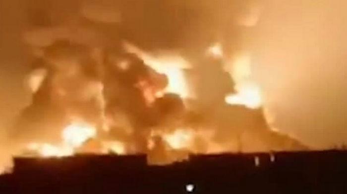 В Индонезии взорвался один из крупнейших НПЗ страны (видео)