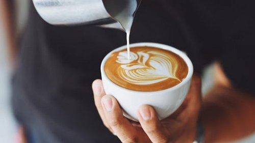 13 простых добавок к кофе, которые сделают его вкуснее и полезнее