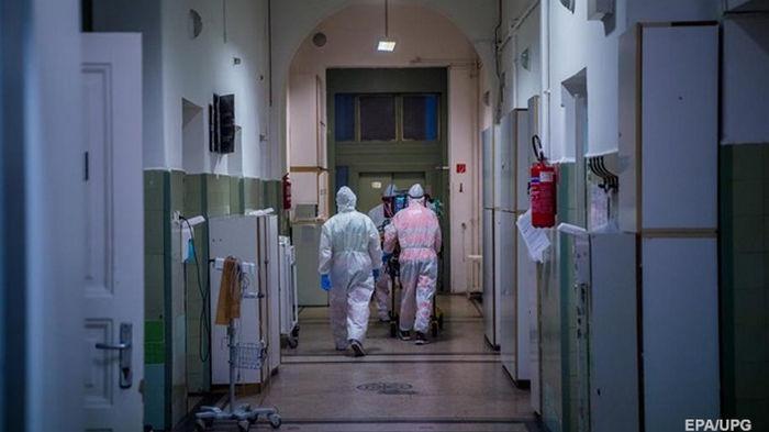 В Украине за сутки 430 смертей от коронавируса