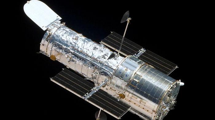 Телескоп Hubble запечатлел скопление кривых галактик (фото)