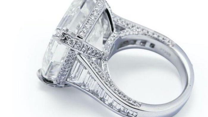 В Австралии на аукцион выставили самый большой бриллиант