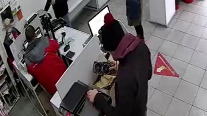 В Киеве задержали почтового мошенника (видео)