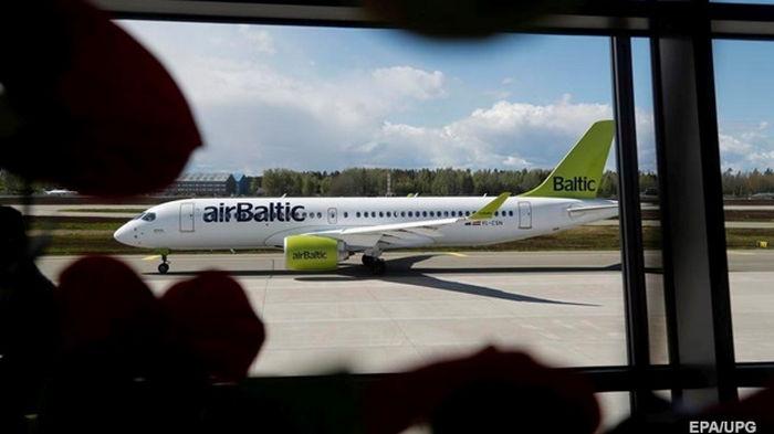 Латвийская авиакомпания прекратила полеты над Беларусью