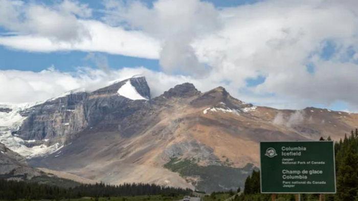 В Канаде при сходе лавины погибли два человека