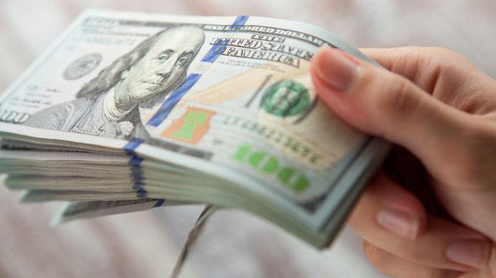 НБУ разрешил банкам продавать населению наличную валюту за безналичную гривню