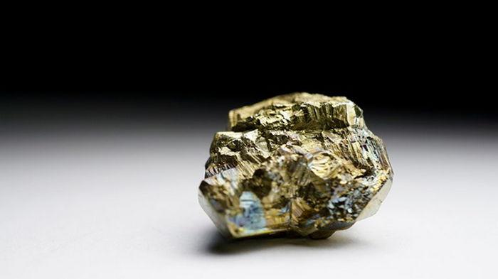 Ученые обнаружили вид настоящего золота в золоте дураков