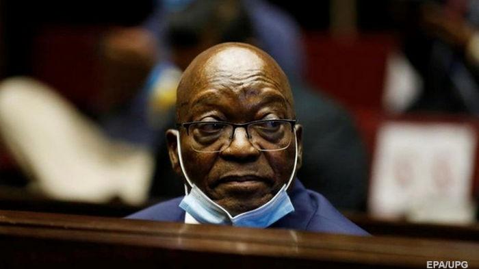 Экс-президент ЮАР получил срок за неуважение к суду