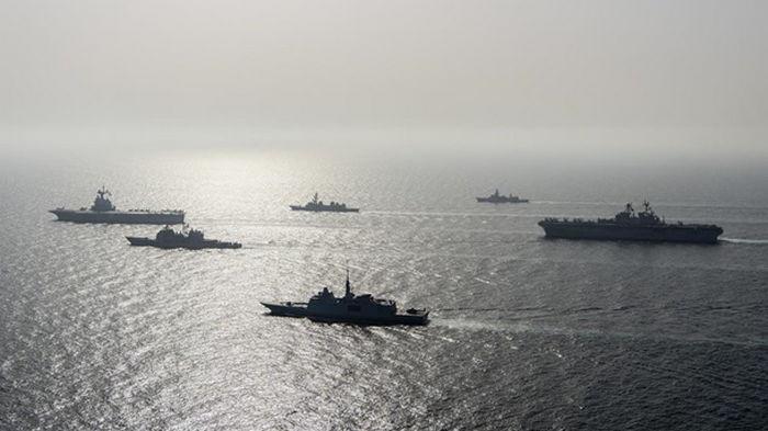 Израильское судно обстреляли ракетами