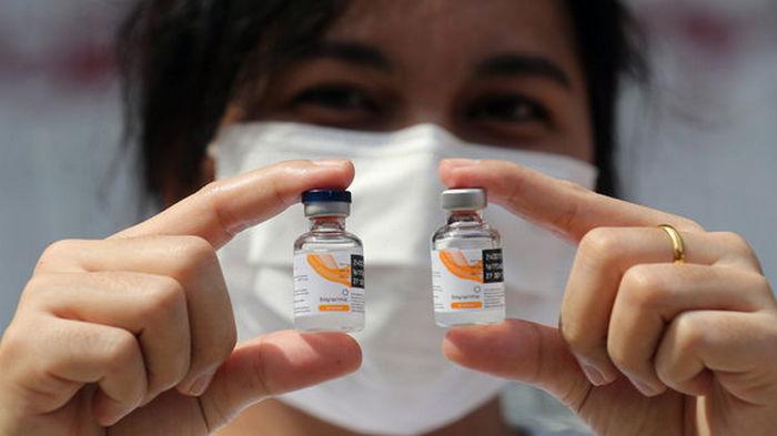 Pfizer дает в 10 раз больше антител, чем CoronaVac, но дожидаться его не стоит – ученые