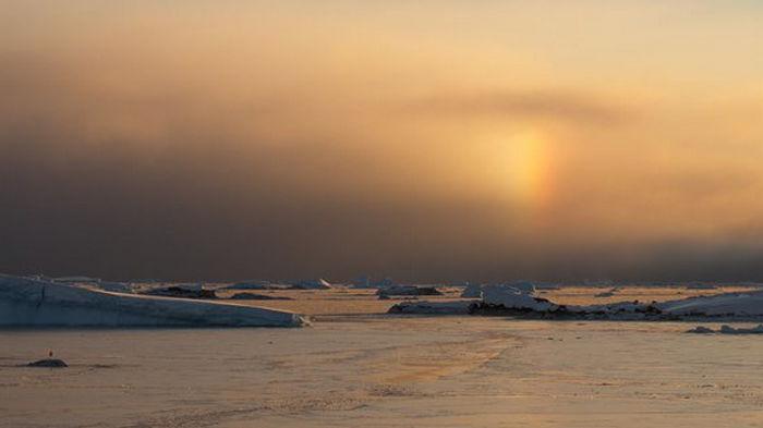 Украинцы увидели в Антарктиде ненастоящее солнце и белую радугу
