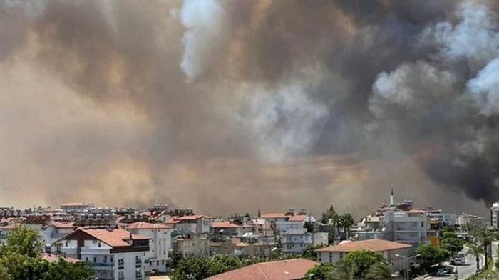 В Турции локализовали большинство очагов пожара